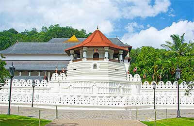 Temple-of-tooth-relic